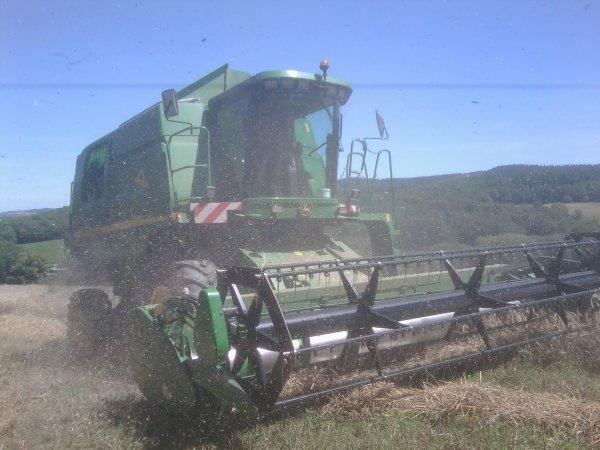 Moisson 2011 - Tritical - John Deere 9580 WTS Hillmaster II + Massey Ferguson 390 & DEVES 10T - 10 Août 2011