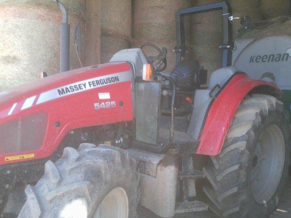 Tracteurs du GAEC du Peyrat - MF 4335 & MF 5425 - 10 Août 2011