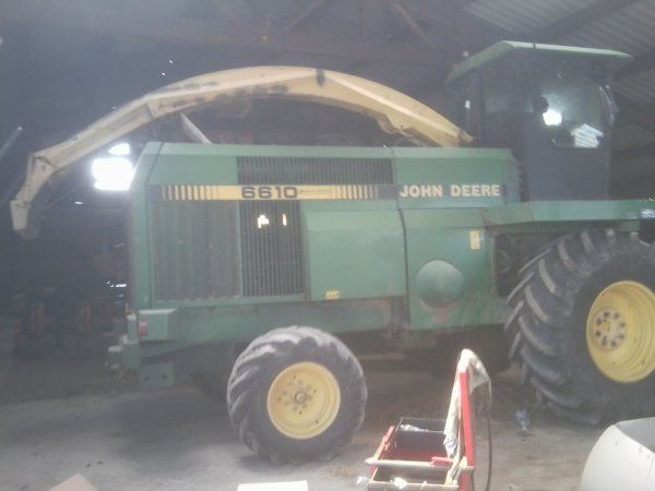 Tracteurs du GAEC du Peyrat - MF 6460 & JD 6610 - 10 Août 2011