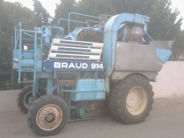 Presentation de Tracteur : Machine a Vendanger BRAUD 910 & BRAUD 2610 !