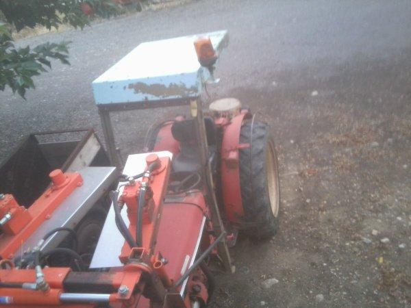 Presentation de Tracteur : RENAULT 60 + Taille Vigne !