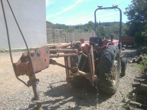 Presentation d'un Tracteur : Massey Ferguson 152 + Foreuse !