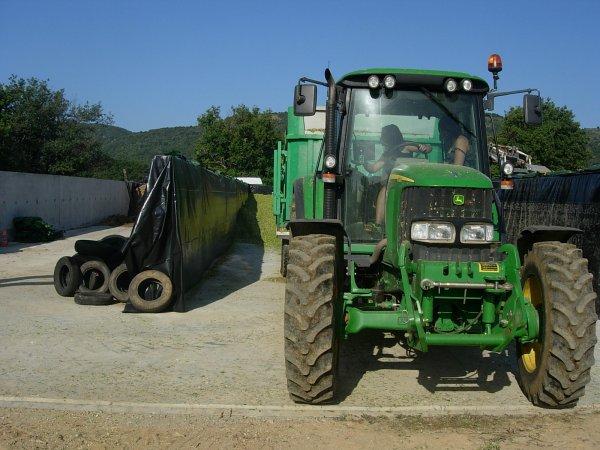 ENSILAGE DE MAIS 2011 MF 6470 & JD 6320 - 22/08/11