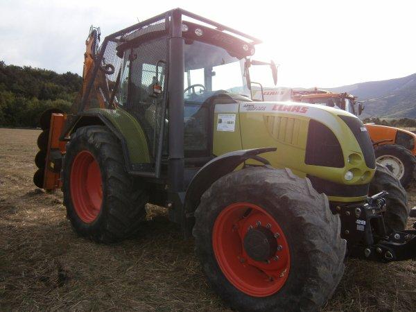 Foire MENGLON ( 26 ) - Claas ARES 657 ATV + Epareuse - 28 Aout 2011