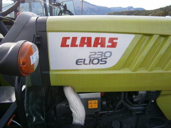 Foire MENGLON ( 26 ) - Claas ELIOS 230 +  +Forestier - 28 Aout 2011