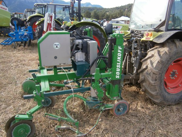 Foire MENGLON ( 26 ) - Claas NECTIS 227 V+  SOUSLIKOFF   - 28 Aout 2011
