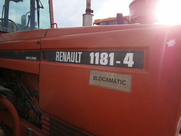 Foire MENGLON ( 26 ) - Renault 1181-4 - 28 Aout 2011