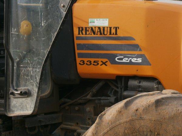 Foire MENGLON ( 26 ) - Renault CERES 335 X + Charrue RABE WORK - 28 Aout 2011