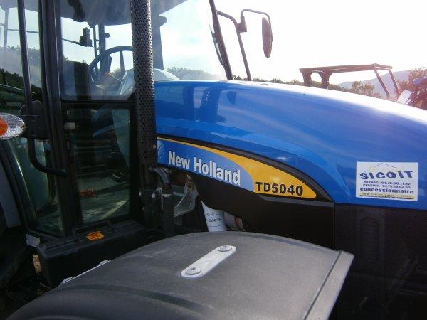 Foire MENGLON ( 26 ) - New Holland TD 5040 - 28 Aout 2011
