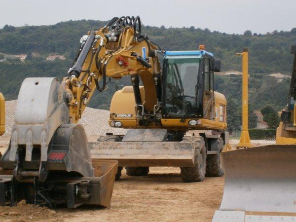 Chantier de T.P. --> Camions, Tomberaux et Pelleteuses - 5 Septembre 2011