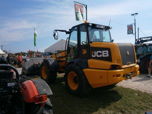 BEAUCROISSANT 2011 - JCB