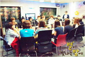 A-Pink & Block B performent sur 'Younha's Starry Night Radio' le 13 Mai