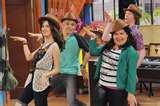 une image d'Austin & Ally dansant la Perry dance