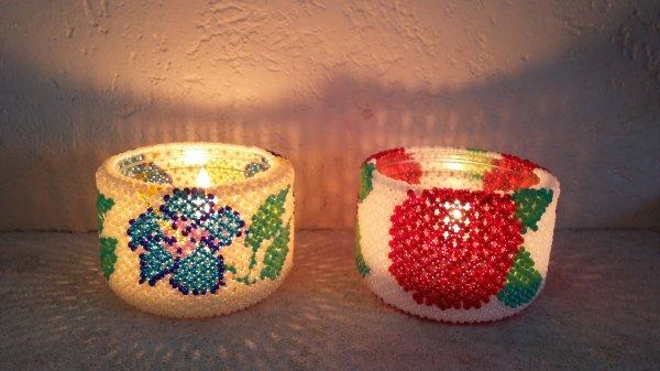 deux photophores : motif de rose et motif d'hibiscus