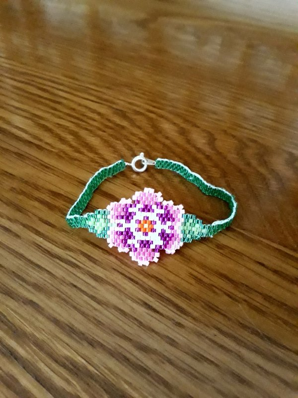 mon tout premier bracelet en brick stitch