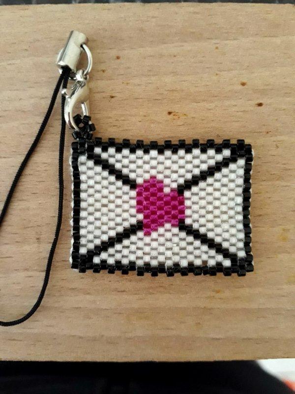petite série de porte clés en brick stitch