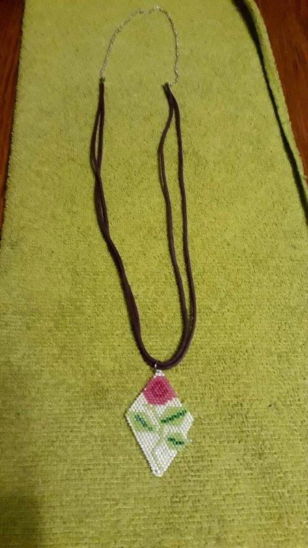 pendentif : motif une rose