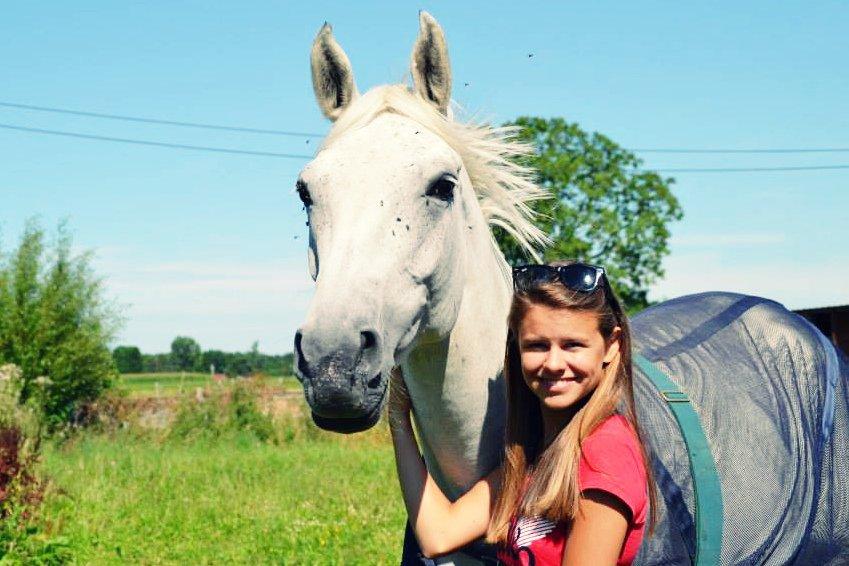 Il n'est, pour un cavalier, de plus beau spectacle que les ruades et le hénnissement joyeux d'un cheval en liberté... Et il n'est de plus grand déchirement que de dire adieu au cheval qu'il aime... ♥