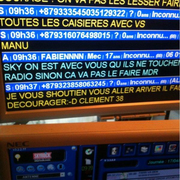 Les SMS et messages qui arrivent dans le studio!