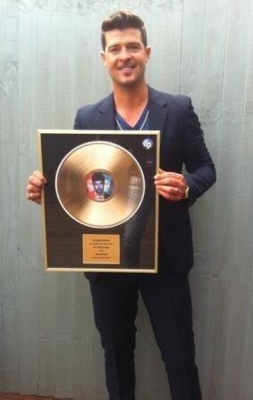 Robin Thicke tagué 10 millions de fois sur Shazam!