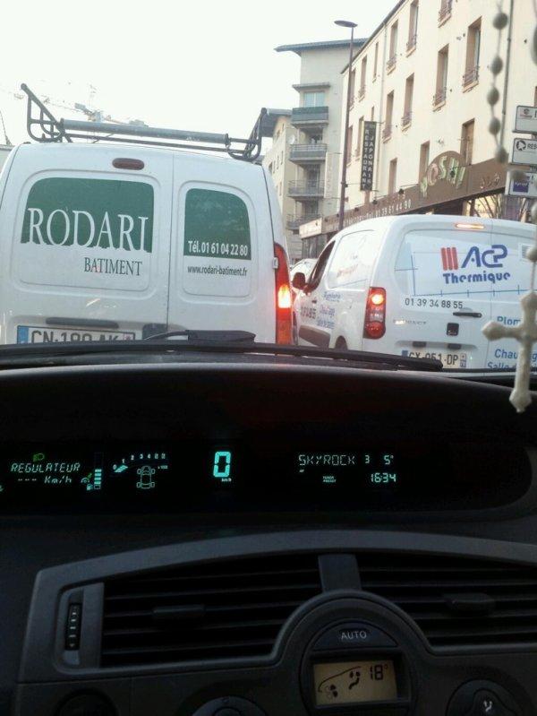 Ced en mode embouteillages à l'écoute!