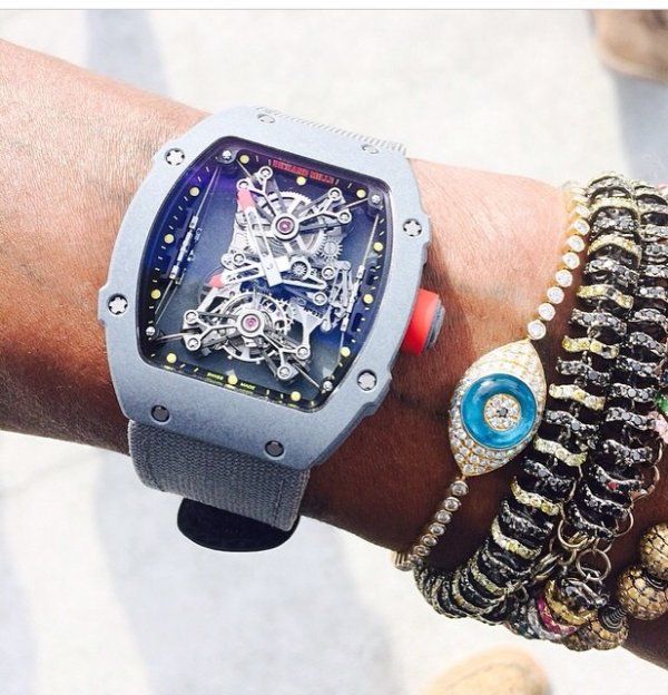 La nouvelle montre de pharell! On valide?