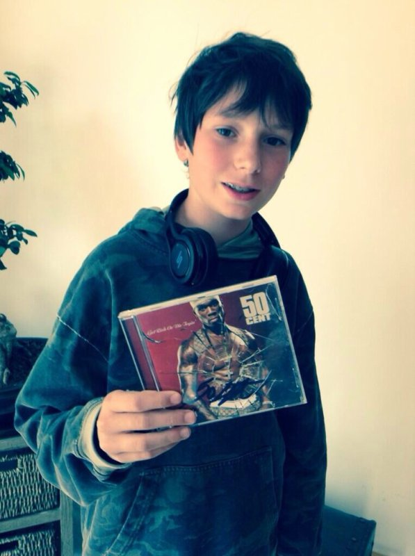 Bravo à romain qui remporte son album dédicacé par 50 cent grâce à Skyrock