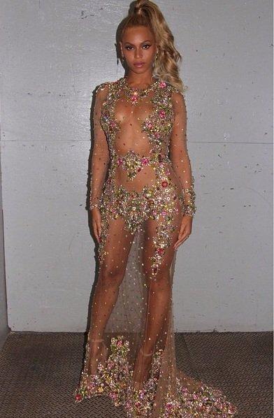 La robe de beyonce hier soir au #MetGala