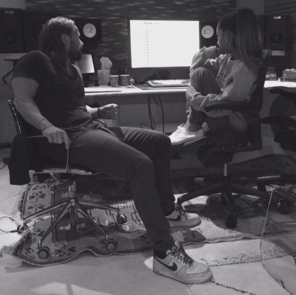 Ariana grande en studio (+ une photo souvenir )