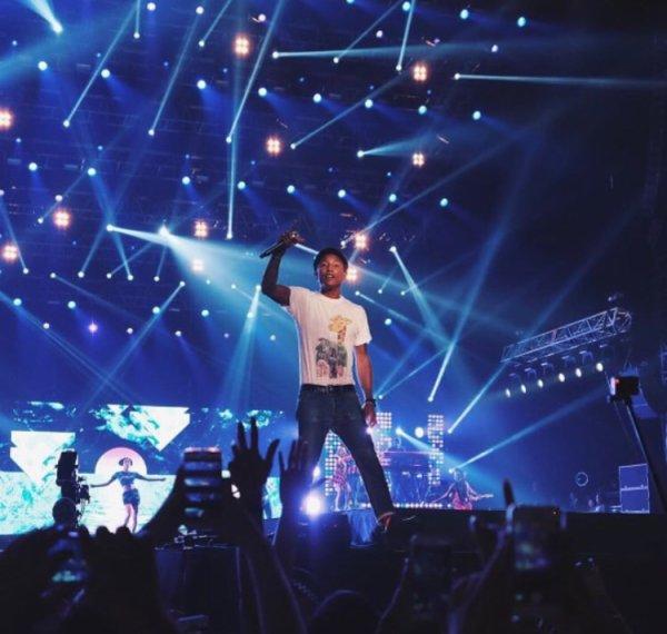 Pharrell à Singapour en live