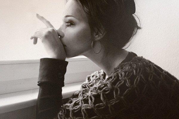 La force d'une fille au coeur brisé c'est l'effort qu'elle met pour réprimer ses larmes, le sourire qu'elle étompe sur son visage, l'acharnement qu'elle déploie pour ne plus penser a lui, mais surtout la volonté dont elle fait preuve, pour ne pas retomber complètement amoureuse