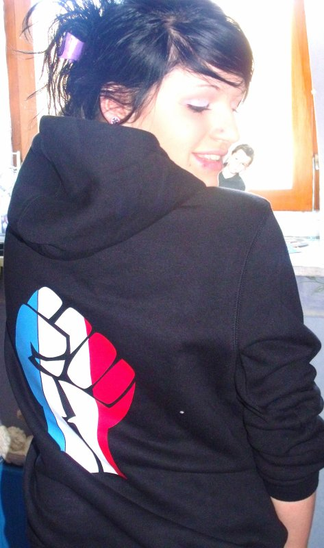 « Valo`riis , 16 ans → Ձ9 Mars , Amoureuse , BEPA 1 ♥ »