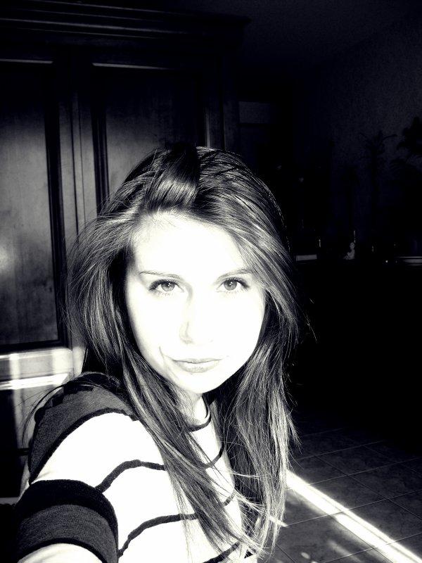 Charlotte; 14 ans. Autre chose ?