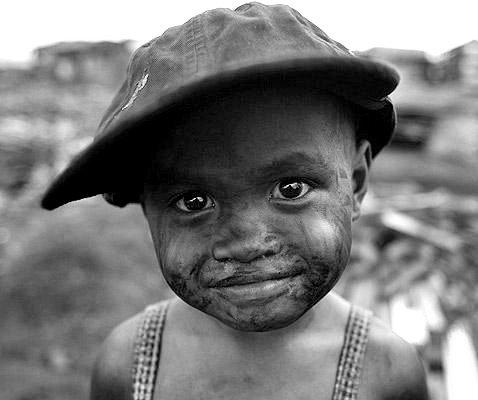 Heureux ceux qui savent goûter les bonheurs les plus simples, et bienheureux ceux qui les connaissent par richesse et non par pauvreté d'esprit. - Robert Mallet