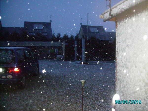 il neige sur la Normandie     prise a 8 H 35