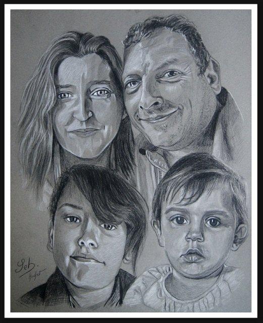 Portrait pierre noire d'une famille