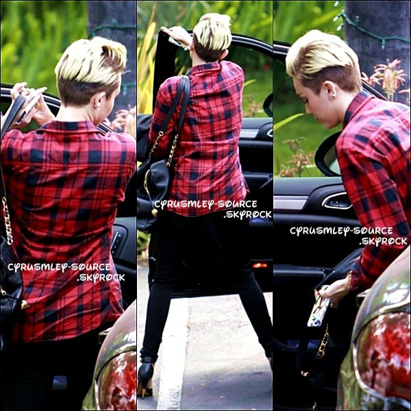 17/05/13 : Miley arrivant au studio d'enregistrement à L.A.