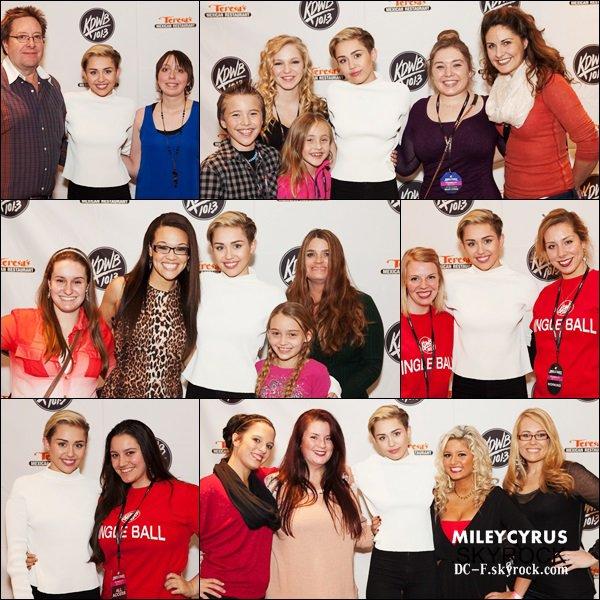 11/12/13 : Miley interviewé au Power 96.1's Jingle Ball.