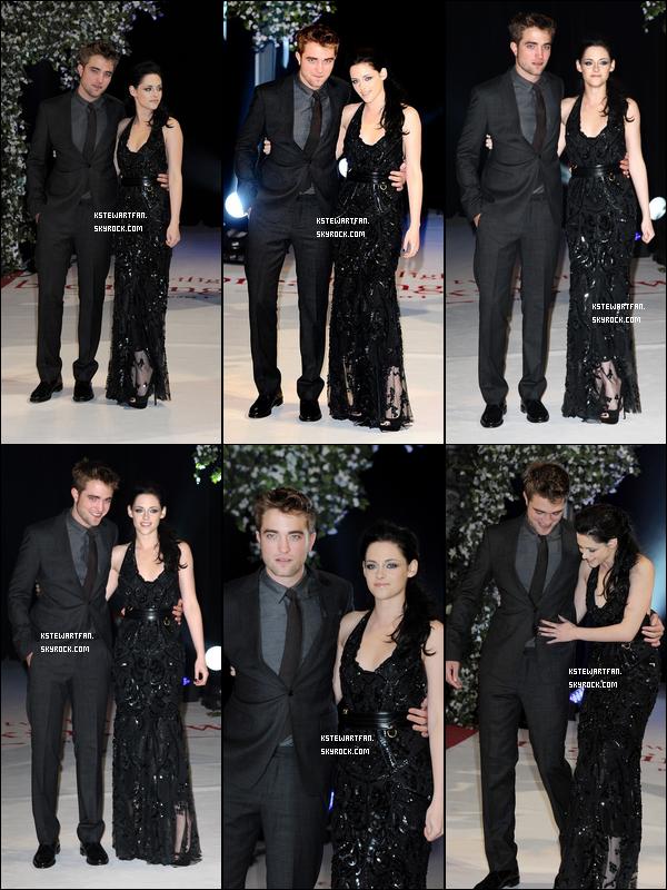 . 16/11/2011 : Photos TAPIS ROUGE de Kristen à l'avant première de BD Part.1 accompagnée de Rob et Taylor à Londres. .