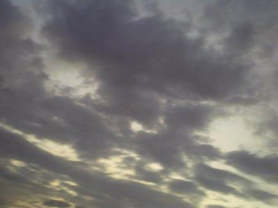 """"""" Les nuages dans le ciel sont la preuve que même mort, Bob marley fume toujours ... """""""