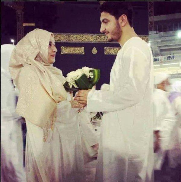 Mes soeurs ne chercher plus l'homme parfait , il (alayhi salat wa salam) est mort dans les bras de aicha (radi allahu anha) , il y a 1400 ans.