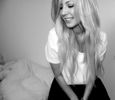 Quand une fille te demande d'écouter une chanson, c'est parce que les paroles sont tous les mots qu'elle a peur de te dire...