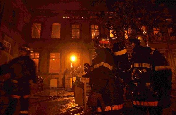 chateaux de lunéville sous les flammes du 2 janvier 2003 suite