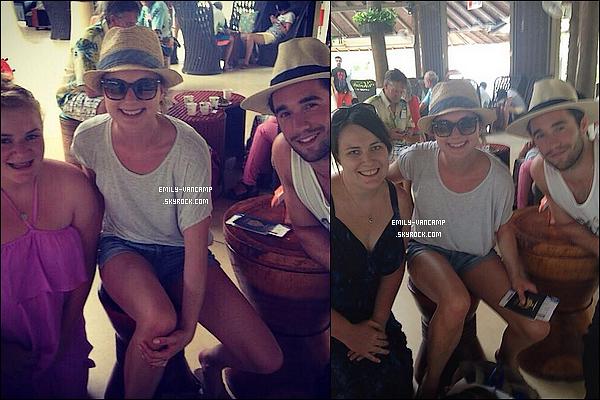THAÏLAND TIME ♠ Les deux amoureux ont pris des photos avec des fans durant leur voyage.  J'adoooooore !