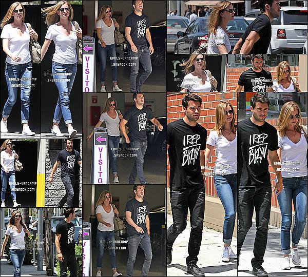 08/05/2014: Miss Emily jolie, toujours accompagnée de son homme, sortait du salon Joseph Martin à LA. C'est à Beverly Hills que nous retrouvons E. qui est rentrée de son voyage. Nous n'avons pas eu beaucoup d'infos à ce sujet.