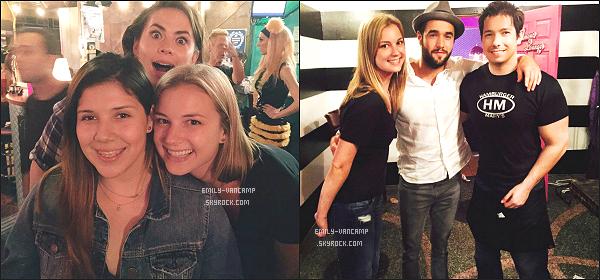 TWITTER TIME ✲ Emily Vancampet Josh ont fêté le jour de l'indépendance avec des amis à Los Angeles.