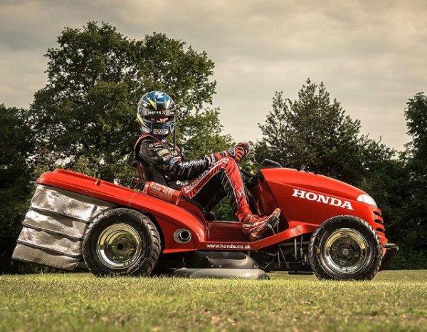 Honda présente une tondeuse à gazon détonante !
