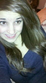 Derrière ce beau sourire trop de choses sont cachés ..