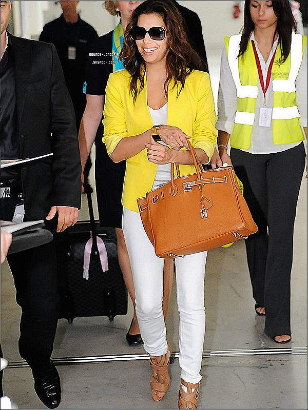 - 12/06/12 : Eva Longoria photographiée arrivant à l'aéroport de Nice (France)♥♥. -