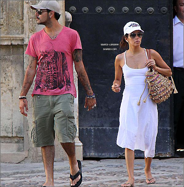 - 17 / 06 / 12 : Eva Longoria et son petit ami Edouardo Cruz, ont étaient vues se baladant dans Seville ( Espagne )  -